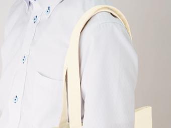 キャンバストート(M) カラーを肩から掛けている肩のアップ画像