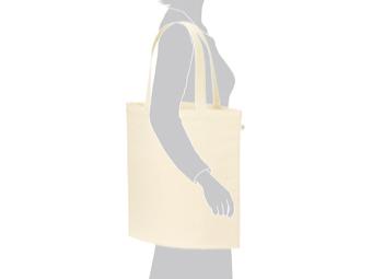 ライトキャンバスバッグ(L) カラーを肩に掛けているイメージ