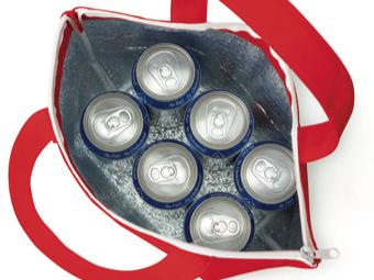 不織布保冷トートにアルミ缶6本入った画像